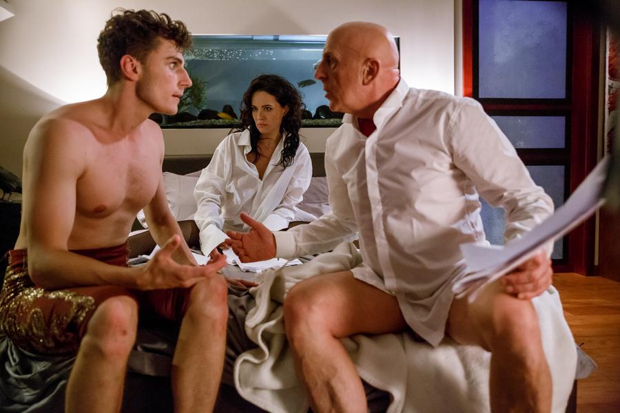 eroticheskiy-film-v-samolete