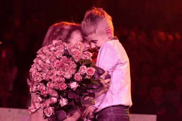 Тина Кароль поведала о«первом большом концерте» сына в Англии