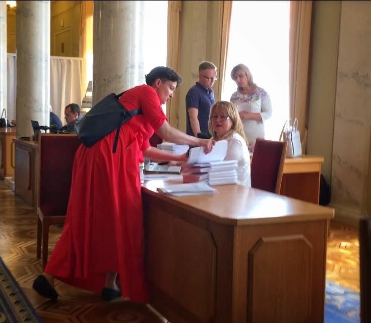 Савченко: украинские политики ведут себя вевропейских странах как нищие