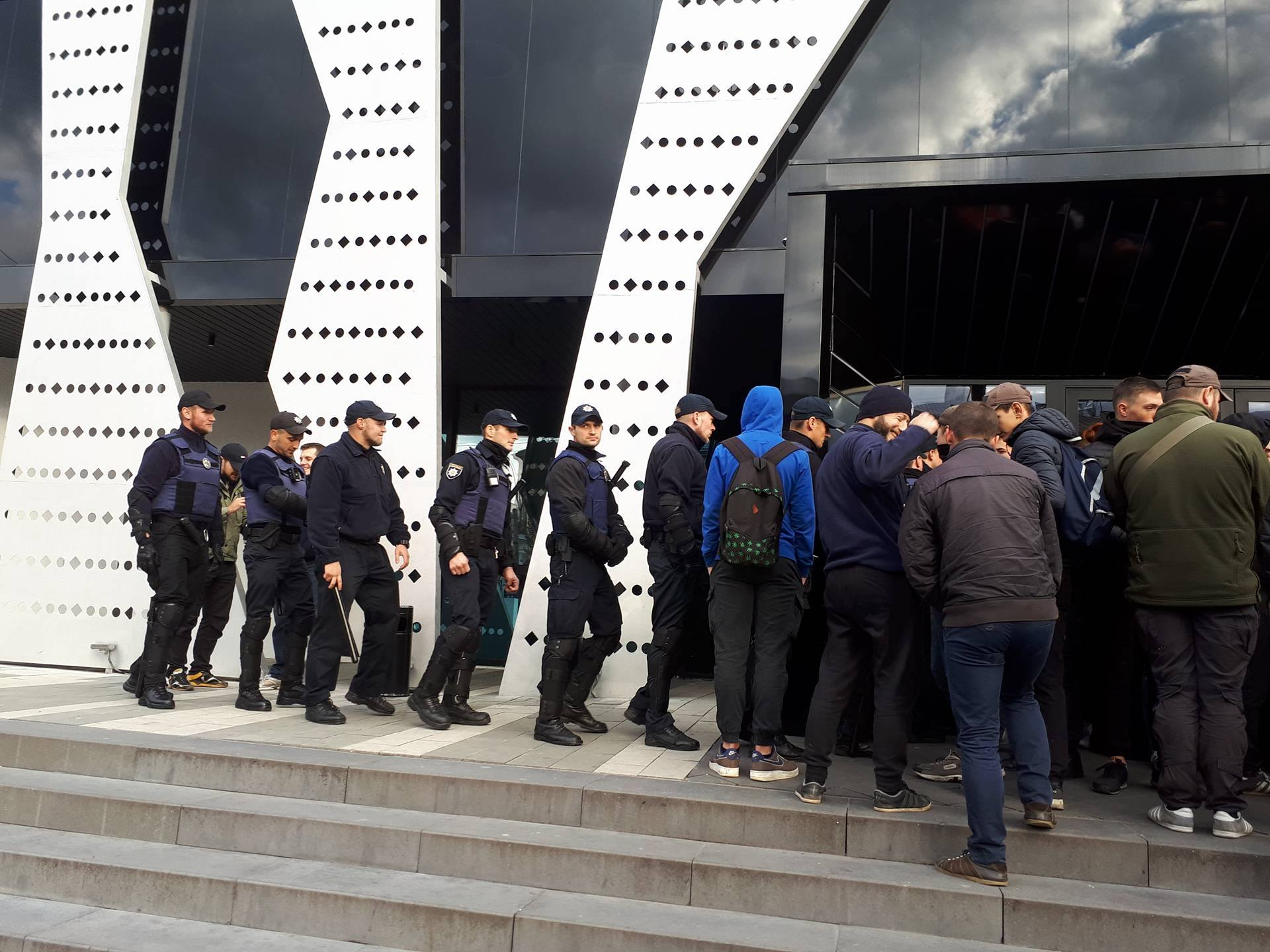 ВоЛьвове протестующие сорвали концерт певца Сергея Бабкина
