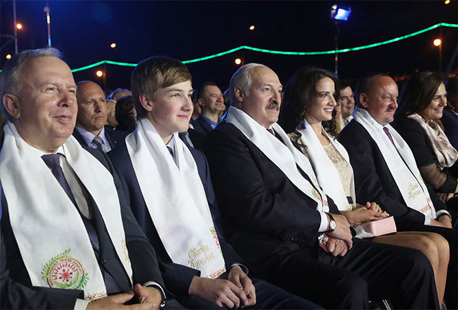 Лукашенко: Беларусь должна заявить осебе вовесь голос