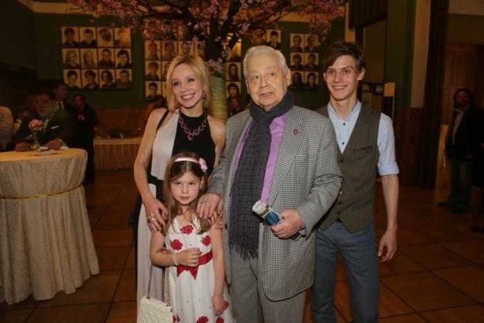 Родственники Олега Табакова получат сотни миллионов в наследство