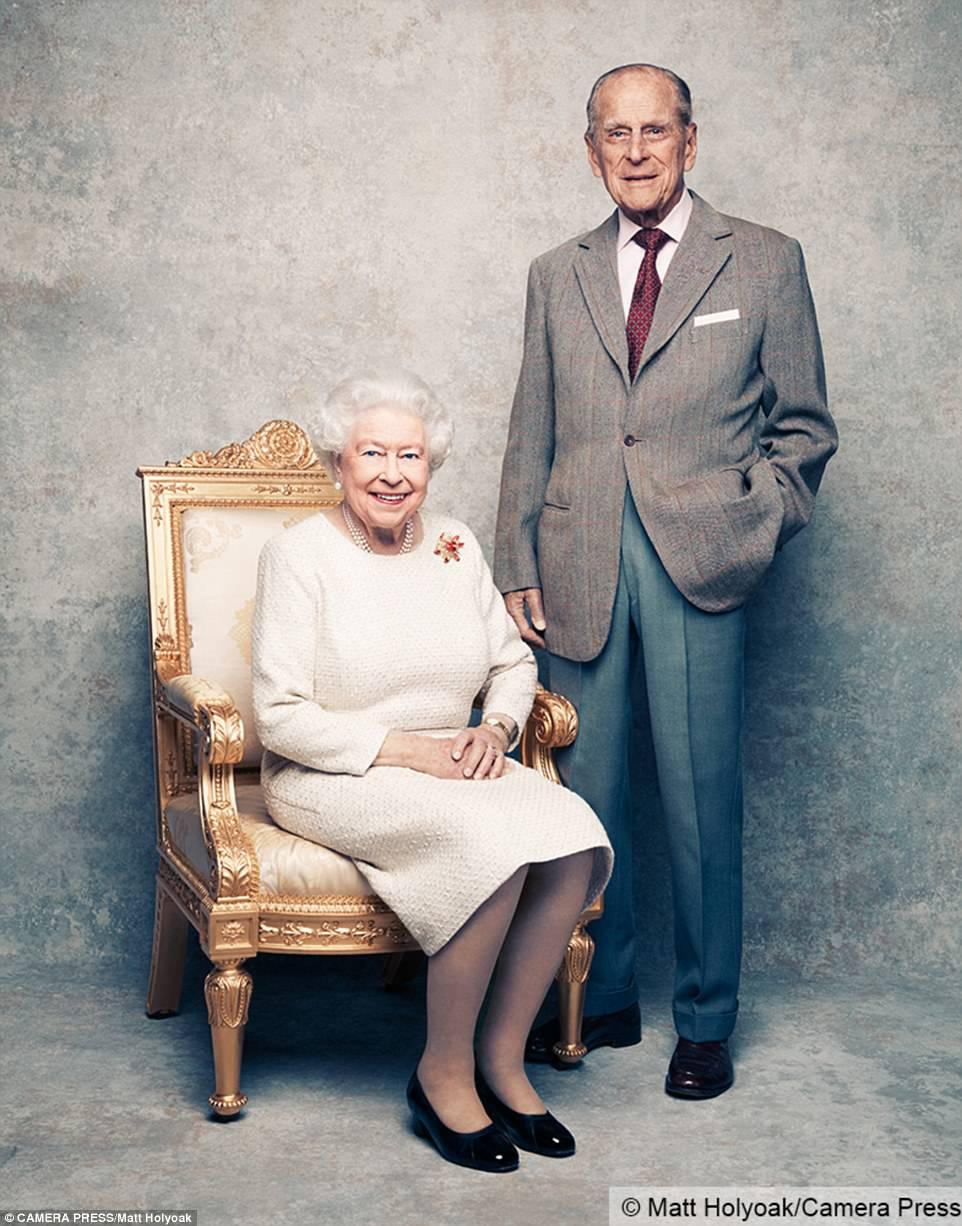 ВВеликобритании выпущен новый портрет королевы ЕлизаветыII