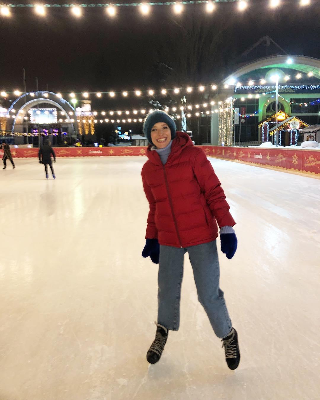Осадчая показала, как веселится смужем— Зимние радости