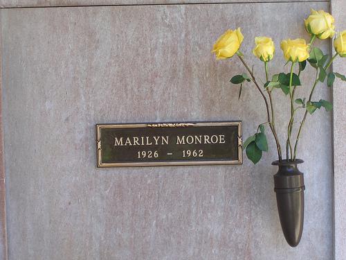 Основоположника Playboy Хью Хефнера похоронят рядом сМэрилин Монро