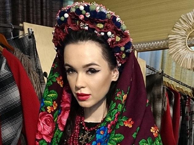 Мария Яремчук щегольнула в полупрозрачном платье-вышиванке