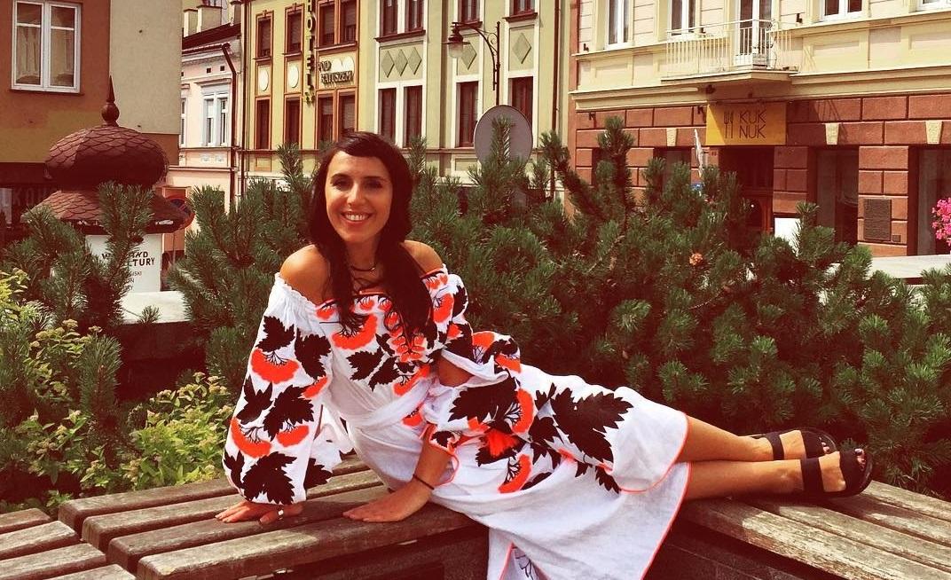 Джамала и Тина Кароль выбрали платье с оригинальным узором гроздей калины