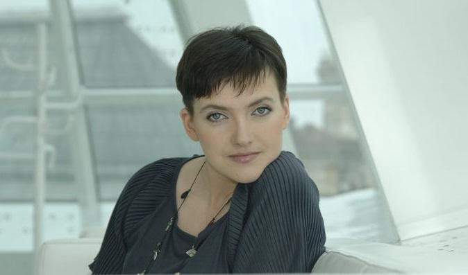 Мать Надежды Савченко получила сувениры из бумаги