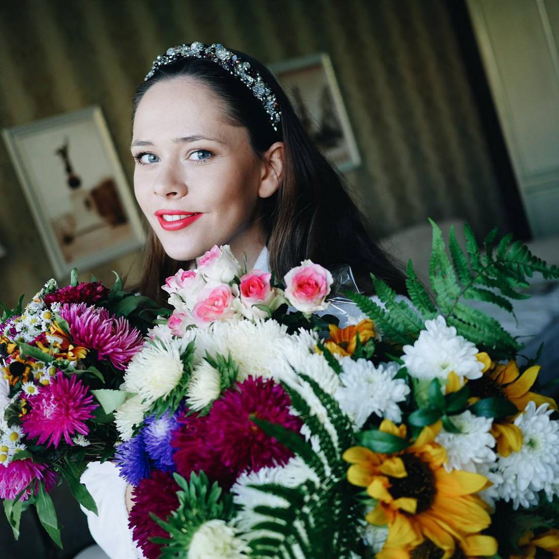 Участница популярного коллектива The Hardkiss Юлия Санина умилила сети семейным снимком