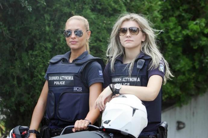 Блогеры восхищаются эффектной блондинкой-полицейским
