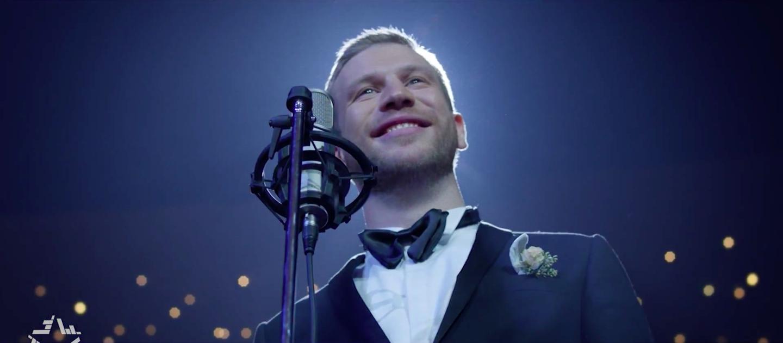 Иван Дорн поет в стиле Поп-музыка. dvarim.ru?v=fDSIx6jMprg.