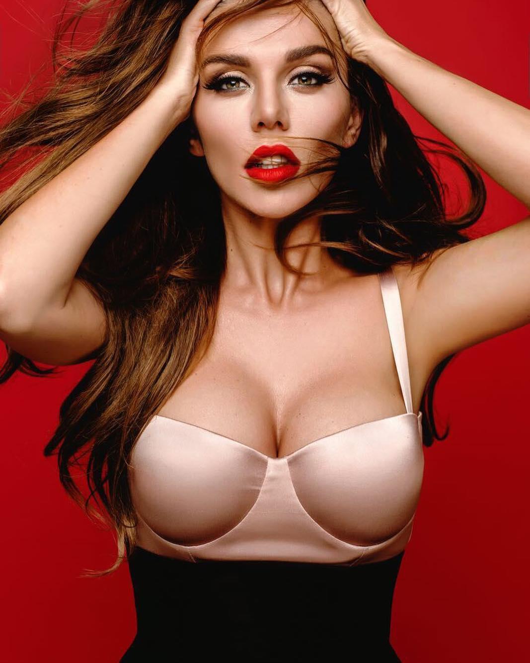 Подборка девушек с шикарной грудью 55 фото