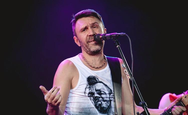 В день рождения вокалистки Василисы Старшовой Шнуров рассказал о первом совместном выступлении