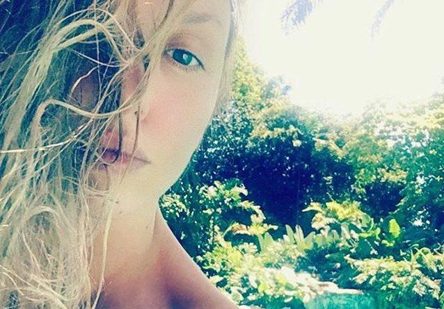 Эпатажная певица наслаждается отдыхом на райском острове