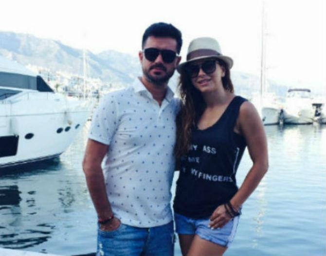 Певица не может встретиться с супругом из-за ввода виз между Турцией и РФ
