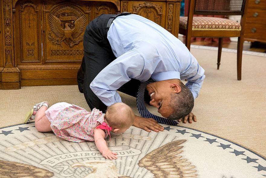 В сети опубликовали самые искренние фото с президентом США