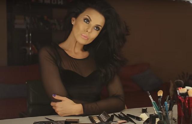 Настя Каменских рассказала, как делать вечерний макияж