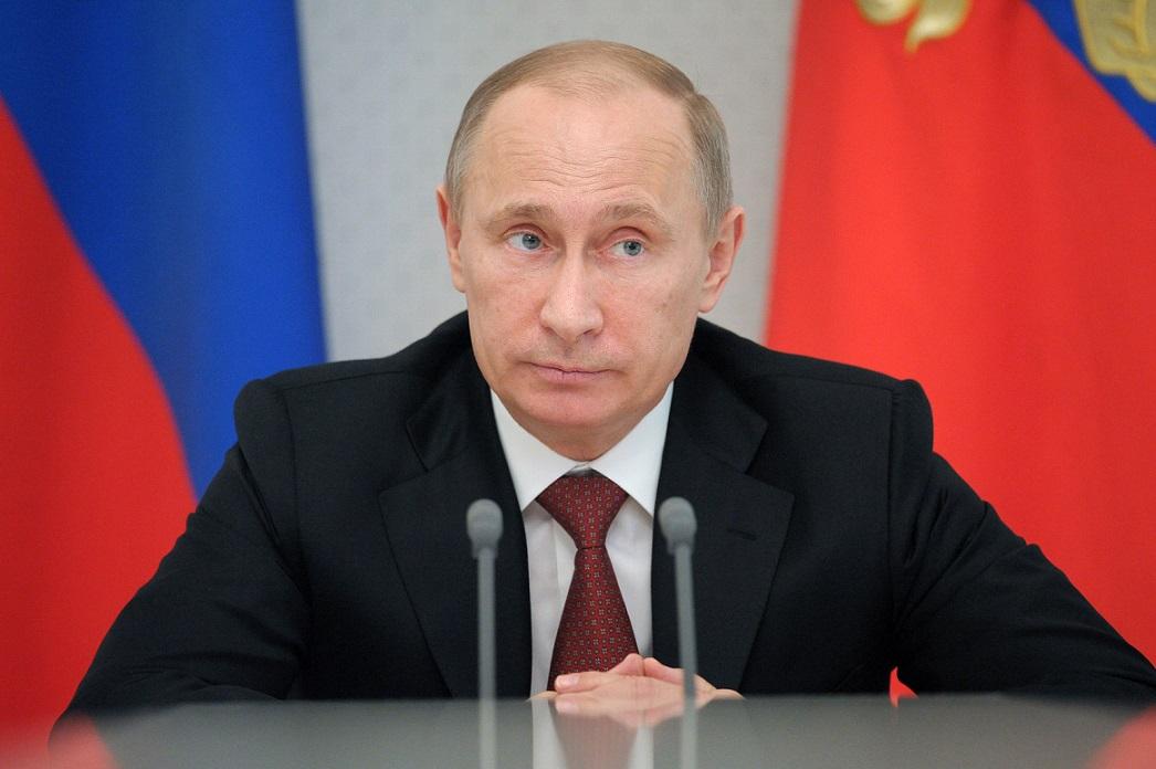 В сети высмеяли фото российского президента с подставными невестами