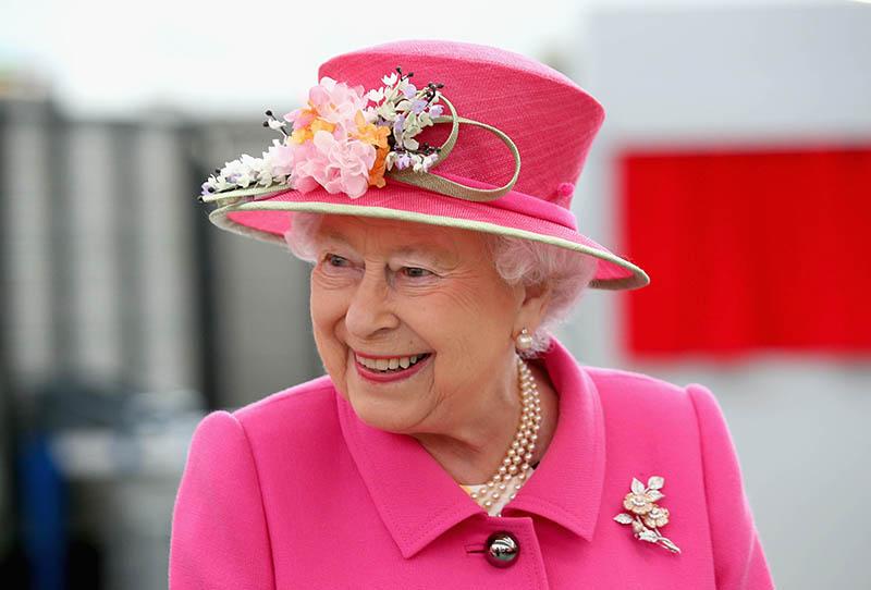 Английскую королеву поистине можно назвать законодательницей модных трендов