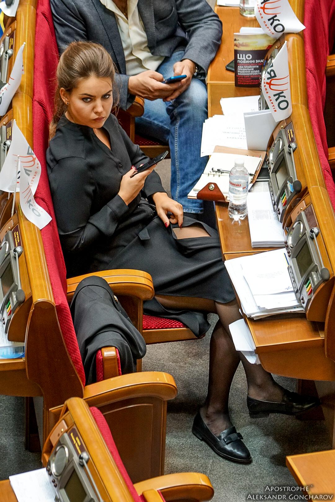 Депутат девушка фото