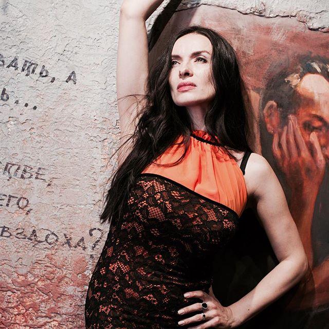 Известная украинская певица и актриса Надежда Мейхер решила открыть свой магазин одежды в России