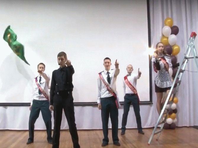 В Сургуте выпускники придумали альтернативу пафосным декорациям Лазарева