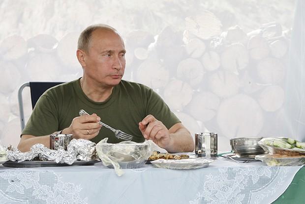 Глава РФ ест на завтрак кашу