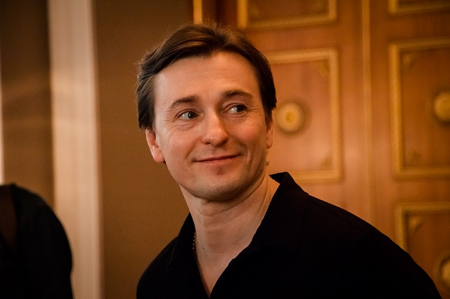 Сергей Безруков выступил на авиабазе Хмеймим в Сирии