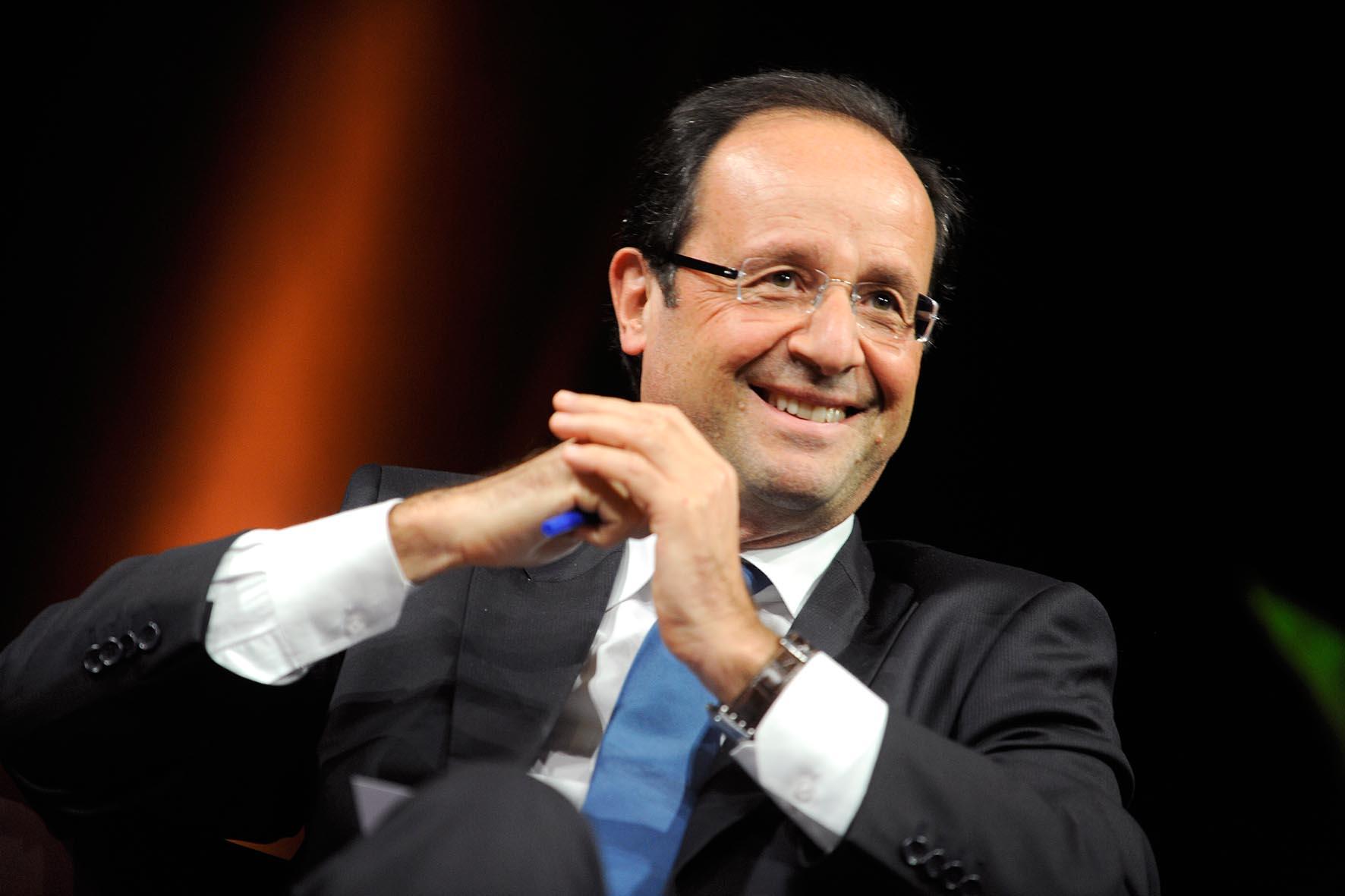 Французские соцсети взбудоражены зарплатой личного парикмахера президента