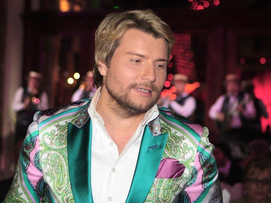 Николай Басков выступил на Новой волне в образе покемона