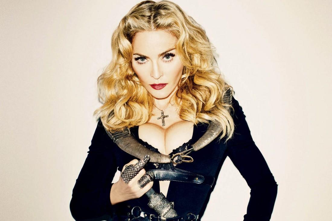 Мадонна показала в Instagram свою татуировку налобке