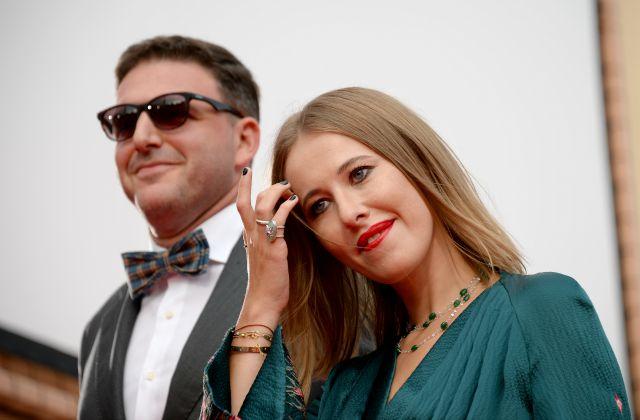 Максим Виторган опроверг сообщения росСМИ, что известная телеведущая выписывалась из роддома без праздника и шариков