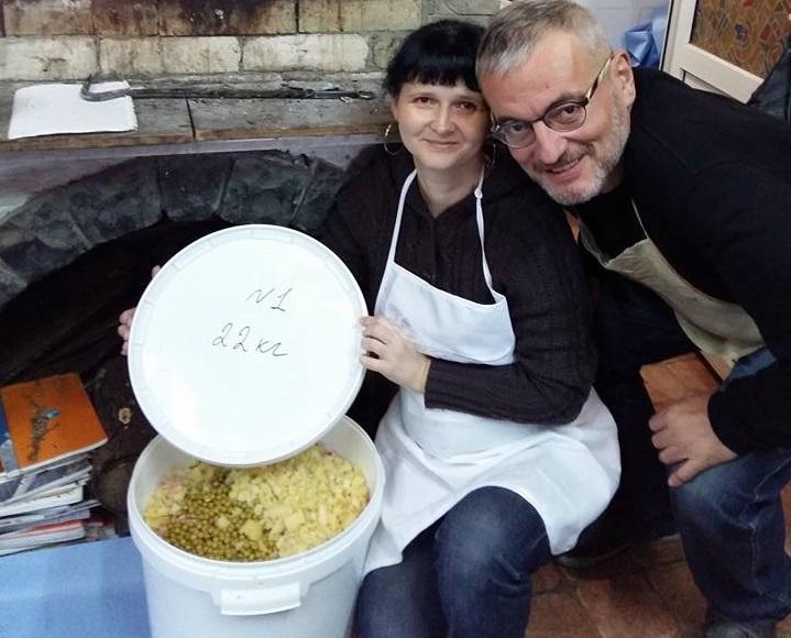 Владимир Нечипорук рассказал о предновогодней традиции готовить для украинских бойцов салат оливье