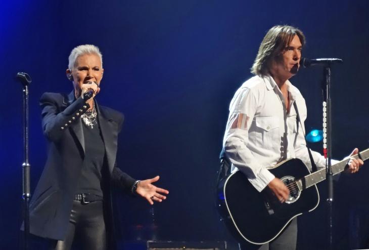 Группа отменила гастроли и концерты из-за болезни солистки
