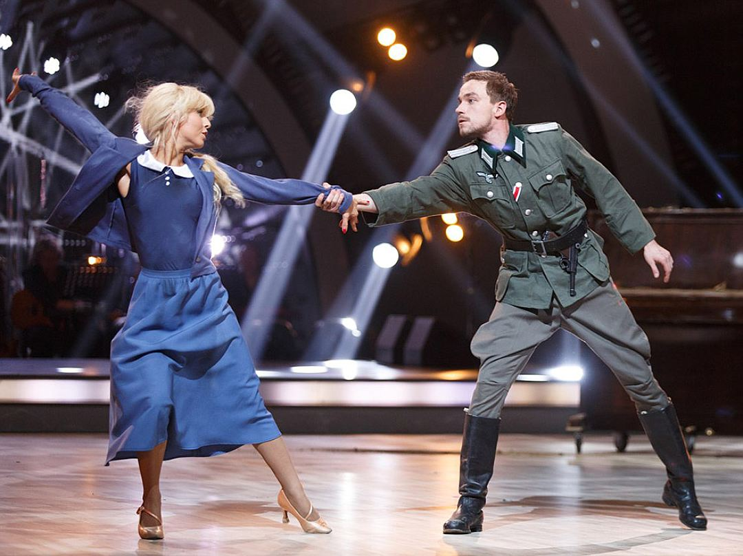 """Роскомнадзор не имеет претензий к скандальному номеру """"Танцев со звездами"""""""