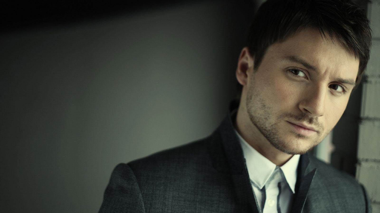Российский певец Сергей Лазарев уверен, что причиной авиакатастрофы с самолетом, который летел в Сирию, стал его возраст