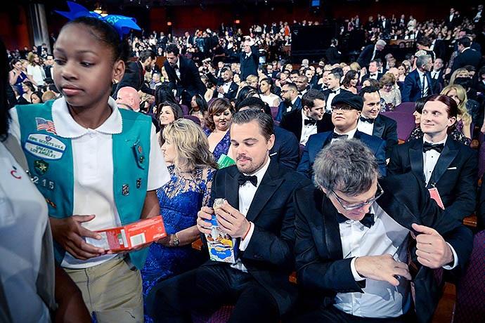 """Актера застали на церемонии """"Оскар"""" с коробкой сладостей"""