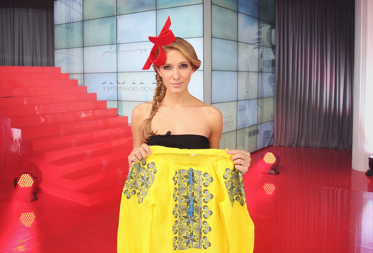 Катя Осадчая показала свой гардероб ко Дню вышиванки