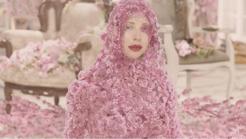 Тина Кароль представила новую песню и клип