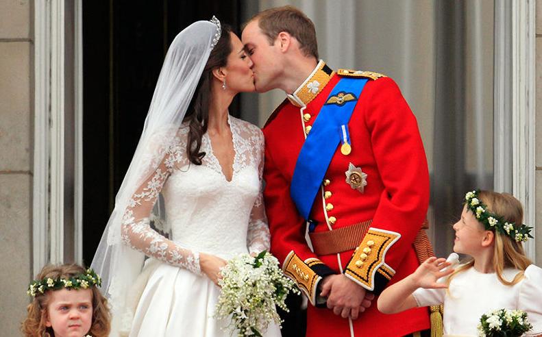 Герцога и герцогиню Кэмбриджских поздравили на странице королевской семьи в соцсети