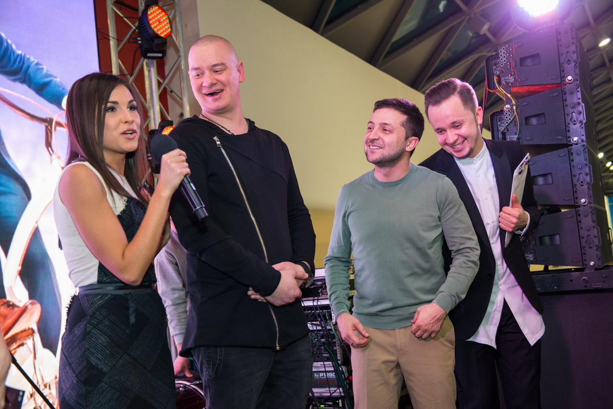 В Киеве состоялась премьера политической комедии «Слуга народа 2»