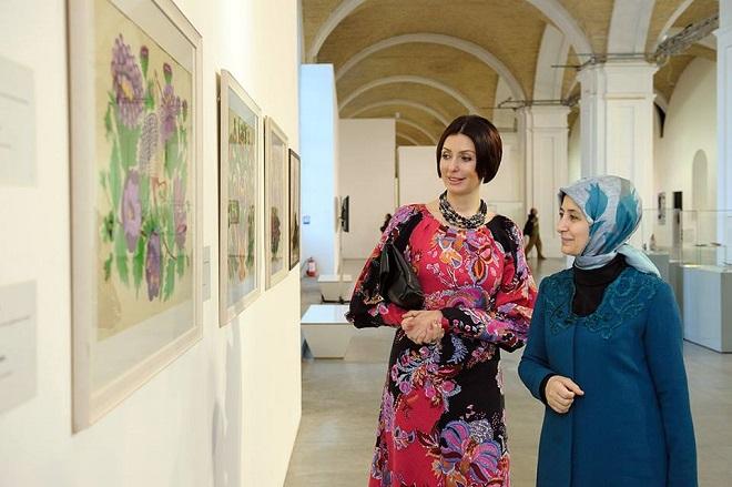 Терезия Яценюк посетила выставку Марии Примаченко