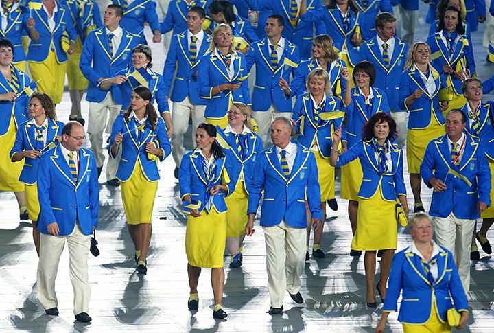 Оказывается, подобный фасон пиджаков был использован в экипировке сборной Украины в 2008 году
