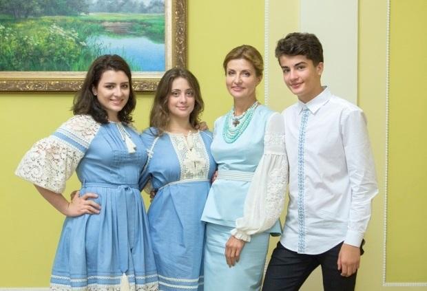 Первая леди, а также дети президента Украины произвели впечатление этническими нарядами на торжественной церемонии ко Дню независимости