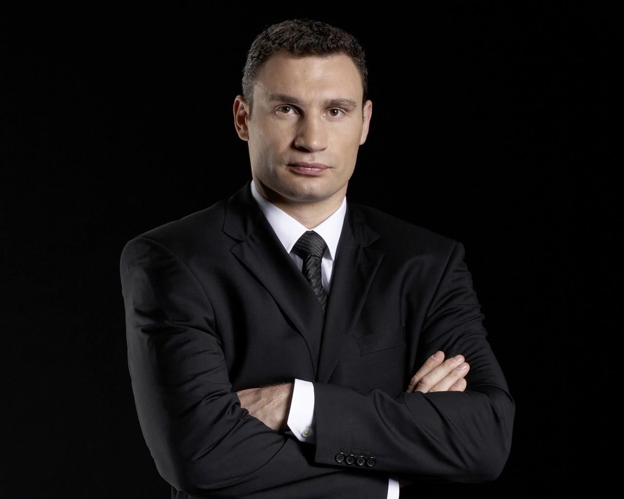 Виталий Кличко покорил Днепр на доске для серфинга