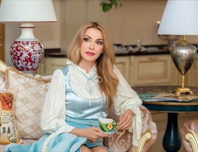 Известная актриса чуть не осталась ночевать на заснеженной дороге в Западной Украине