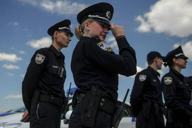 Сотрудница налоговой устроила стриптиз для патрульных