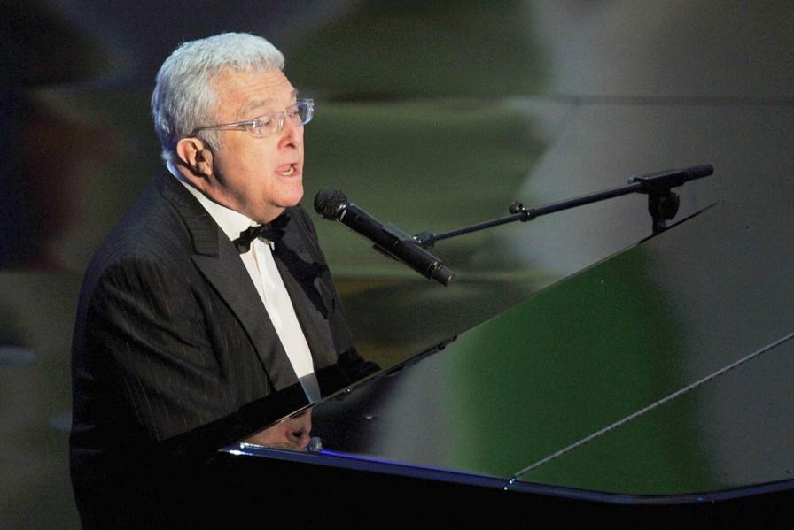 Американский эстрадный исполнитель выпустил первую за восемь лет песню которую посвятил президенту РФ