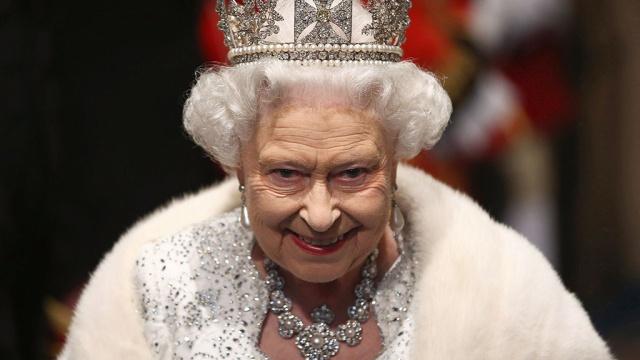 Королеву Елизавету II назвали продавщицей пирожков