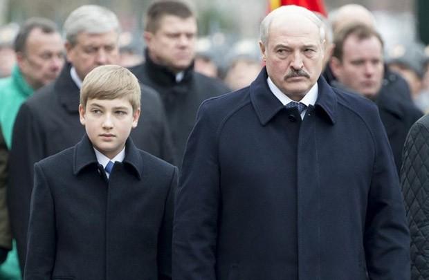 Николай Лукашенко не появляется в СМИ с конца мая